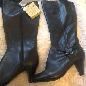 Naturalizer heeled boots